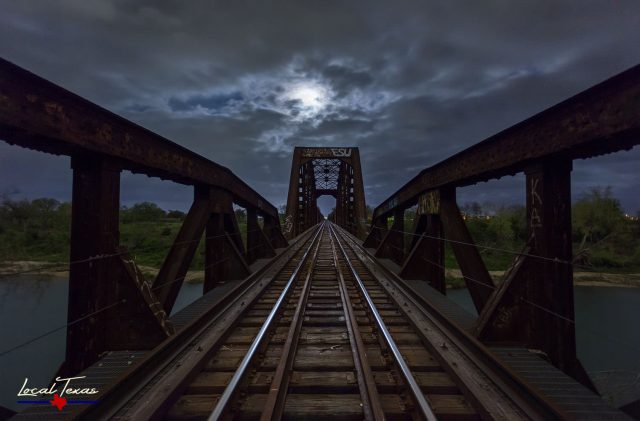 Moonlight On The Tracks